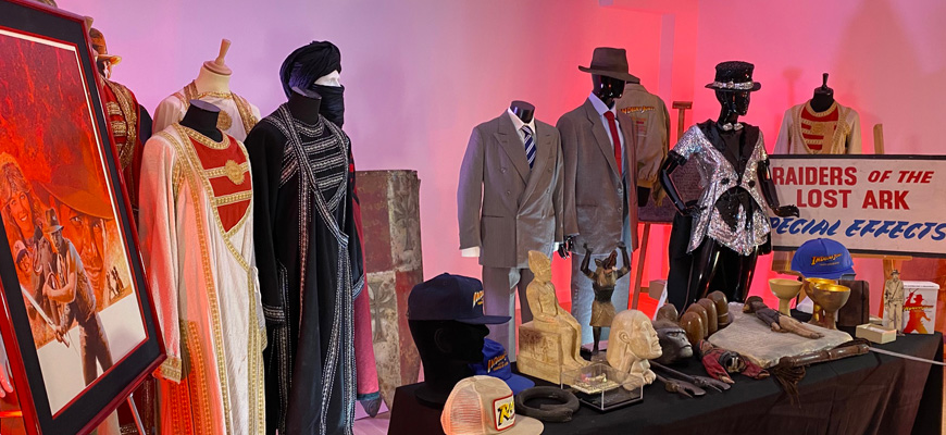 Discover in this video our collection of INDIANA JONES original props and costumes